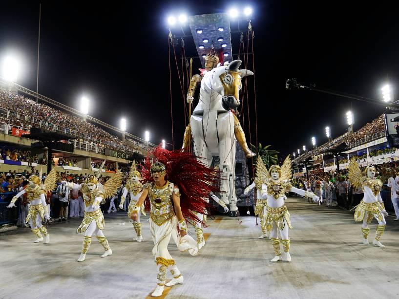 Comissão de Frente da Estácio de Sá que desfila com o samba-enredo Salve Jorge! O Guerreiro na Fé