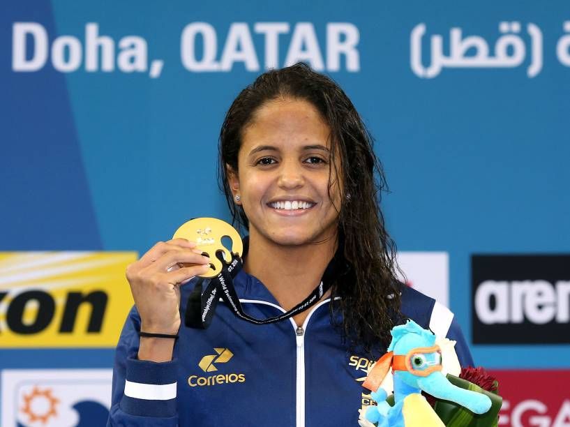 Etiene Medeiros conquistou a medalha de ouro nos 50 metros costas, com direito a recorde no Mundial de Piscina Curta, em Doha, no Catar