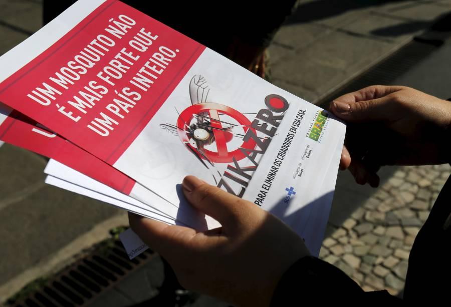 Militares do Exército fazem mutirão durante campanha nacional contra a Dengue e o Zika Vírus, no Rio de Janeiro