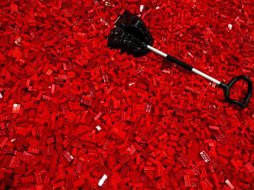 Milhares de blocos Lego ficam à espera do público em espaço para crianças antes da abertura da exposição Brick 2015 em Londres