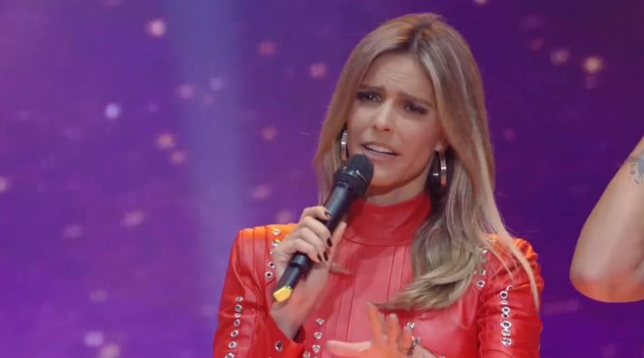 A apresentadora do SuperStar, Fernanda Lima, vestida de paquita na noite de 26 de abril