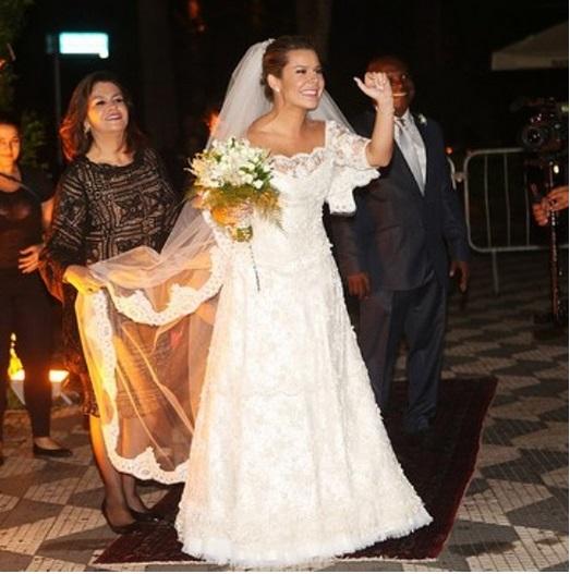 Fernanda Souza se casa com Thiaguinho