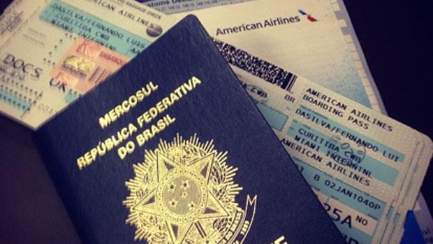 Luis Fernando posta fotos do passaporte e passagens antes de embarcar para o México