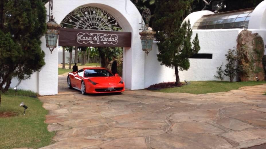 CASA DA DINDA: PF apreende Ferrari de Collor