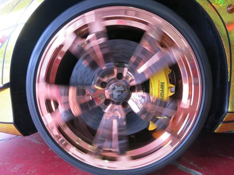 Ferrari Golden Shark: rodas em acabamento cor de rosa