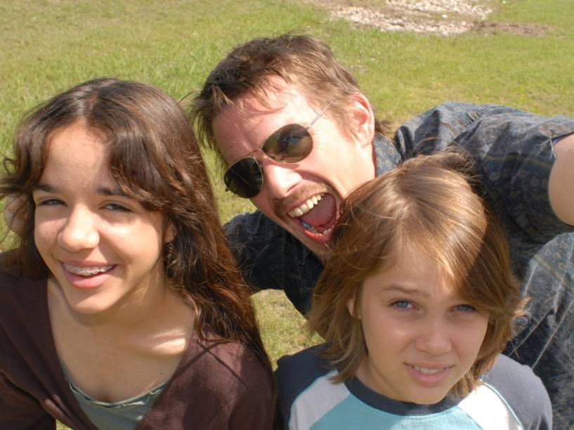 Ethan Hawke, Lorelei Linklater e Ellar Coltrane, do filme Boyhood