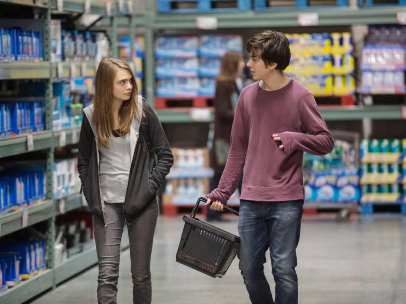 Nat Wolff e Cara Delevingne em cena do filme Cidades de Papel