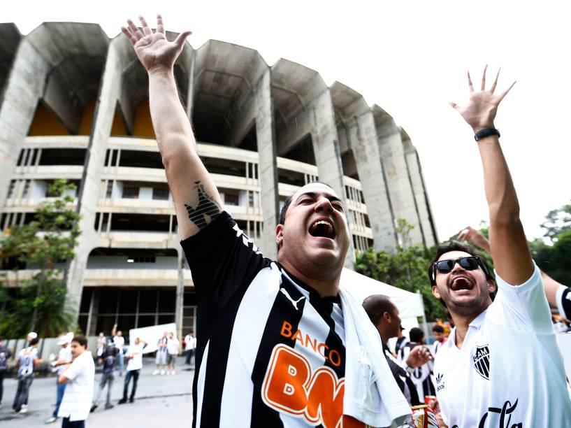 Torcida do Atlético-MG chega para o segundo jogo da final da Copa do Brasil, no Estádio Mineirão em Belo Horizonte