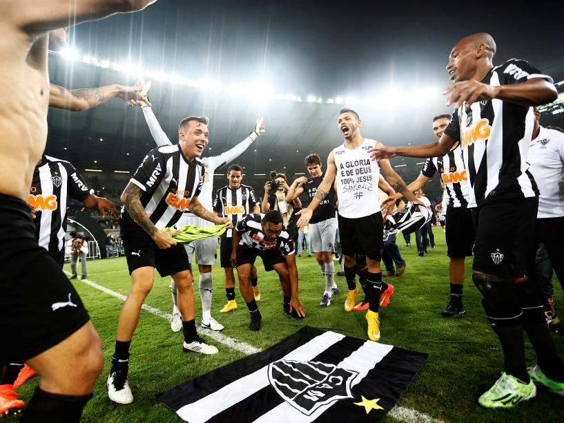 Jogadores do Atlético-MG comemoram o título da Copa do Brasil, no Mineirão