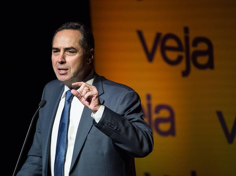 """Ministro do STF Luís Roberto Barroso discursa no Fórum Veja - """"O Brasil que temos e o Brasil que queremos"""", no Teatro Santander em São Paulo - 23/05/2016"""