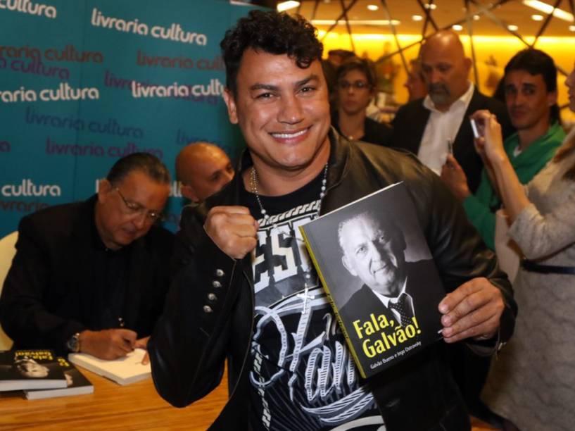 O ex-boxeador Popó no lançamento do livro de Galvão Bueno