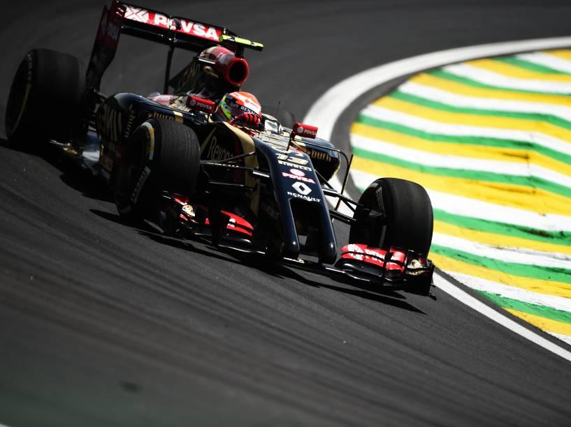 Pastor Maldonado da Lotus durante treino classificatório para o Grande Prêmio do Brasil de Fórmula 1