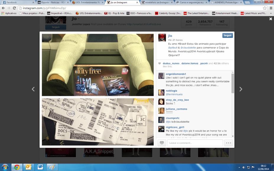 Jennifer Lopez posta foto no avião a caminho do Brasil