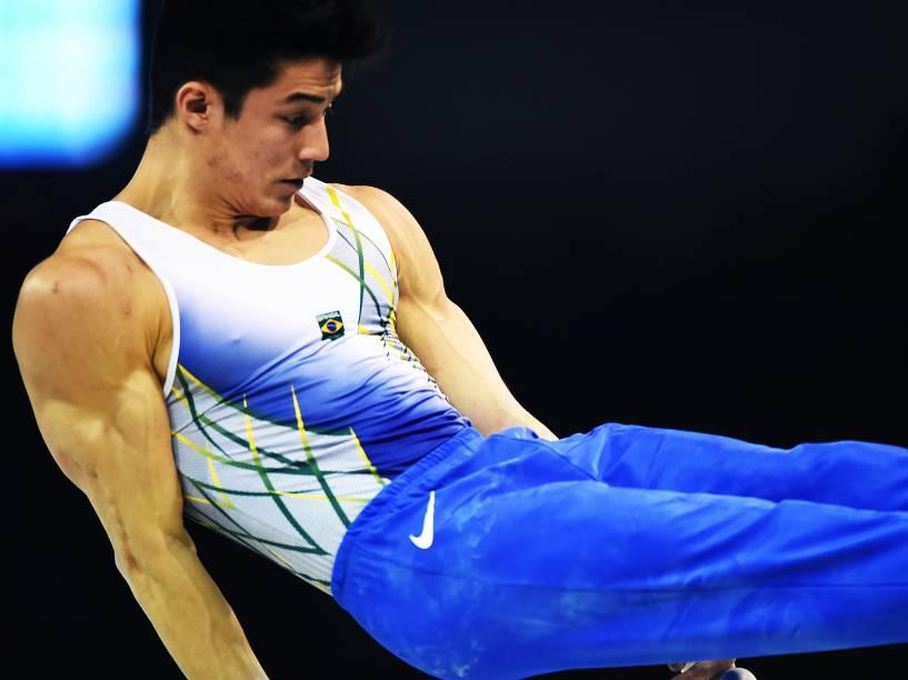 Arthur Nory Mariano durante treinamento na segunda colocação da primeira sessão de competição por equipes da Ginástica Artística Masculina