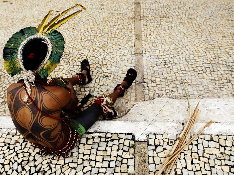 Indígenas de diversas tribos protestaram em Brasília, contra a proposta de emenda à Constituição que transfere ao Congresso a decisão final sobre a demarcação de terras indígenas, em Brasília (DF) - 18/03/2015