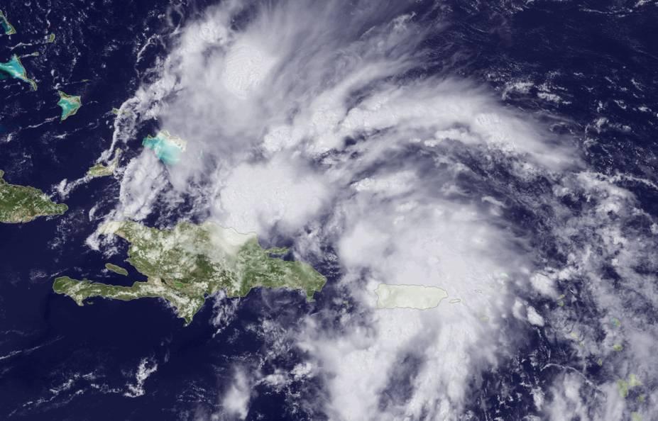 Imagem de satélite mostra a formação e aproximação de uma tempestade tropical na região das Bahamas, na América Central