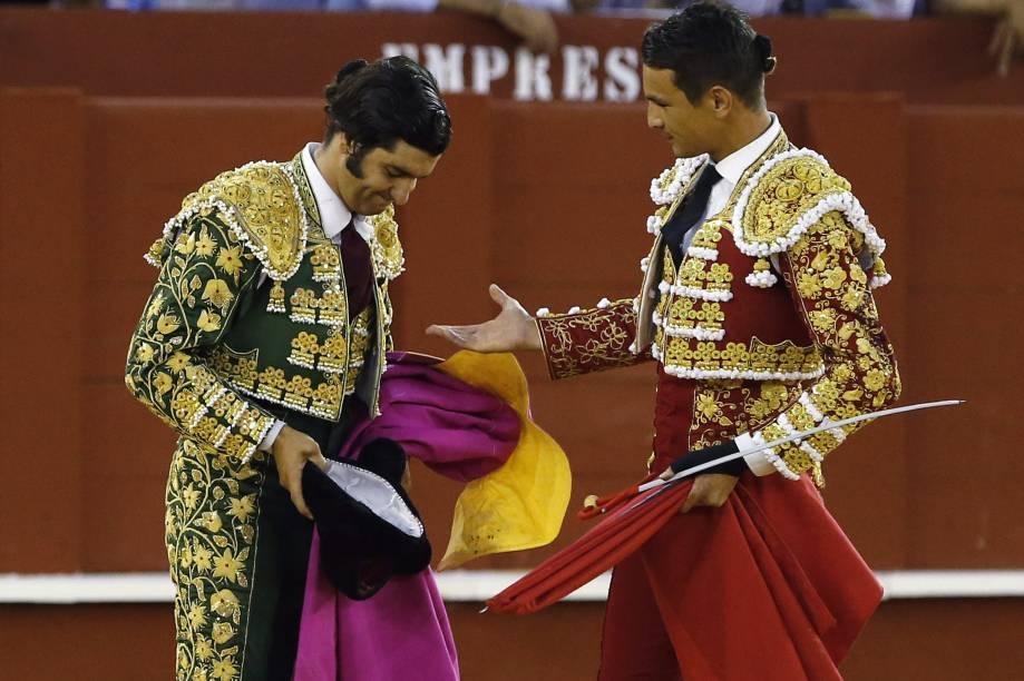 Os toureiros, JoséMaria Manzanares e Morante Puebla, são vistos durante a sexta celebração da Feria de Málaga, naPraça La Malagueta, na Espanha