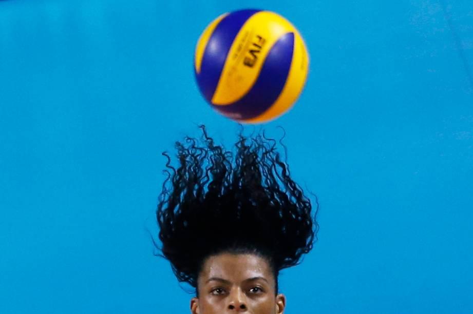 A brasileira Fernanda Rodrigues na partida contra a Bélgica no campeonato de vôlei realizado no Japão