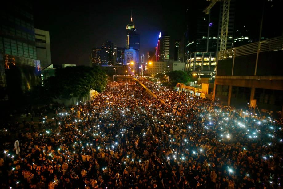 Manifestantes de Hong Kong fecham avenida central do Distrito Financeiro em protesto por democracia