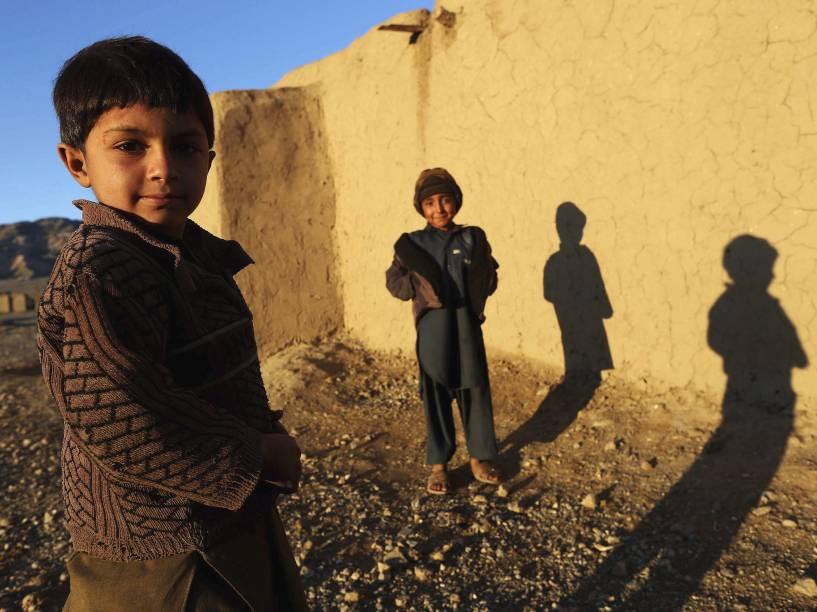 Crianças em um acampamento para pessoas deslocadas, nos arredores de Herat, no Afeganistão - 06/11/2014