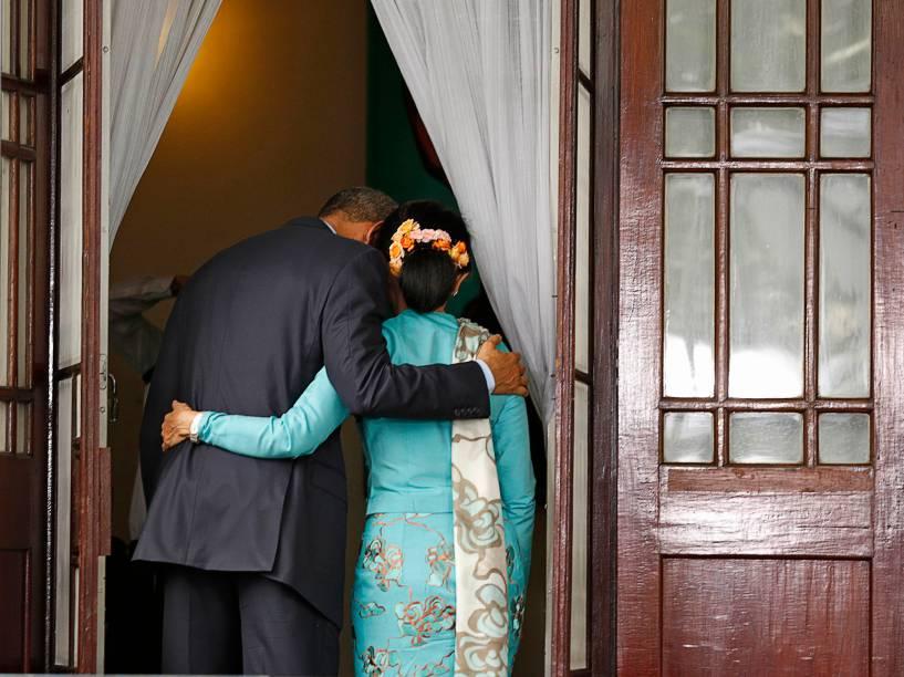 Presidente dos Estados Unidos, Barack Obama ao lado da líder da oposição em Mianmar, Aung San Suu Kyi, depois de uma coletiva de imprensa conjunta em Yangon - 14/11/2014