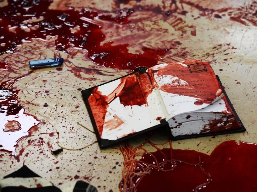 Cena do ataque de dois palestinos a uma sinagoga em Jerusalém, em que quatro rabinos e um policial israelense morreram