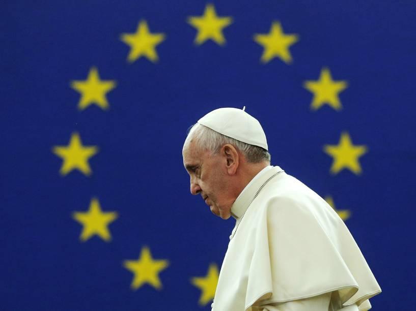 O papa Francisco chega para discursar no Parlamento Europeu, em Estrasburgo, na França - 25/11/2014