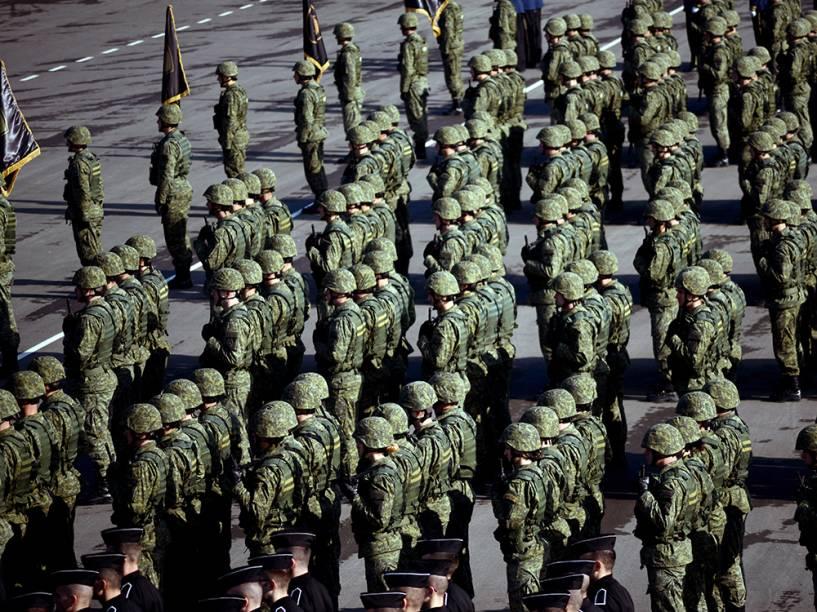 Membros da Força de Segurança do Kosovo são vistos durante celebração do sexto aniversário de sua formação, na Sérvia