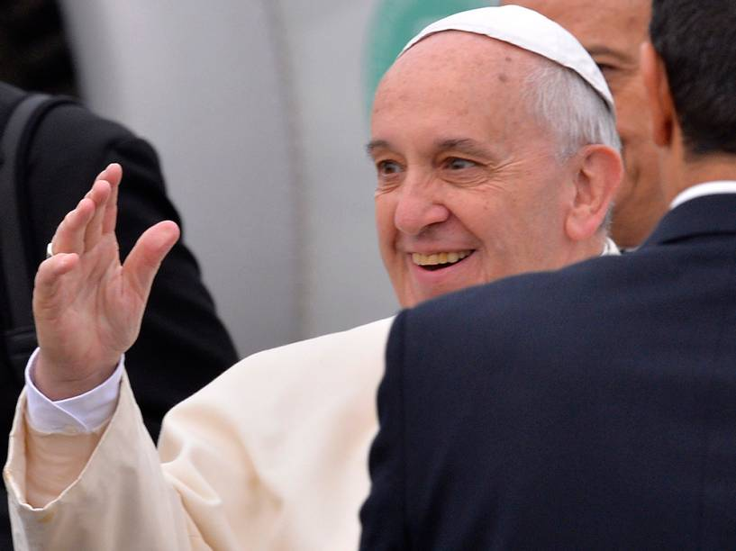 Papa Francisco é visto nesta sexta-feira (28) antes de embarcar para uma visita de três dias na Turquia, no aeroporto de Roma. A viagem tem como objetivo a construção de pontes com o Islã e apoio as minorias cristãs no Oriente Médio