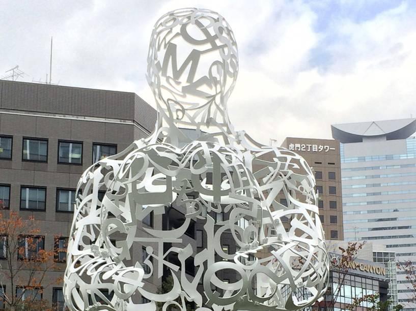 A escultura do artista espanhol Jaume Plensa, intitulada Raízes, é apresentada hoje (28) na capital japonesa, Tóquio. A obra convida as pessoas a entrarem em seu interior e sentir-se em uma espécie de proteção poética, disse o artista, vencedor do prêmio Velázquez Arts Award 2013