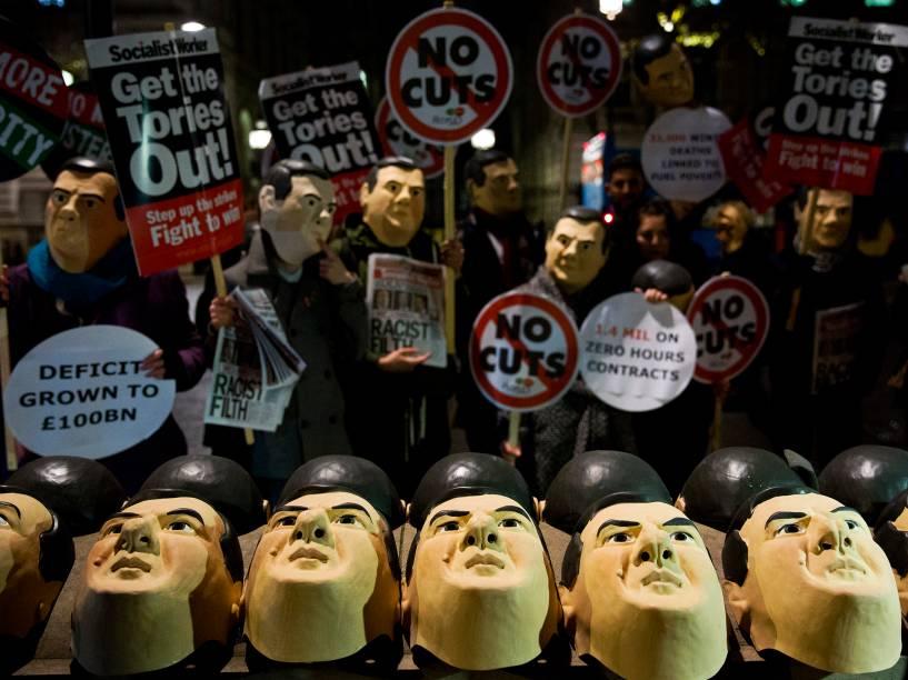 Estudantes britânicos protestam nas ruas de Londres contra propinas de mais de 10.000 euros