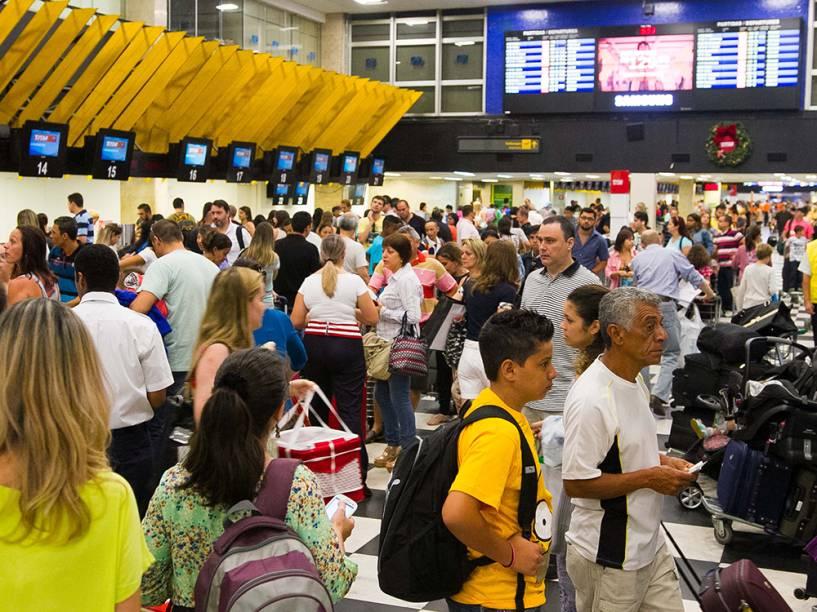 Movimentação intensa de passageiros no Aeroporto de Congonhas, na zona sul de São Paulo, nesta terça-feira (30)
