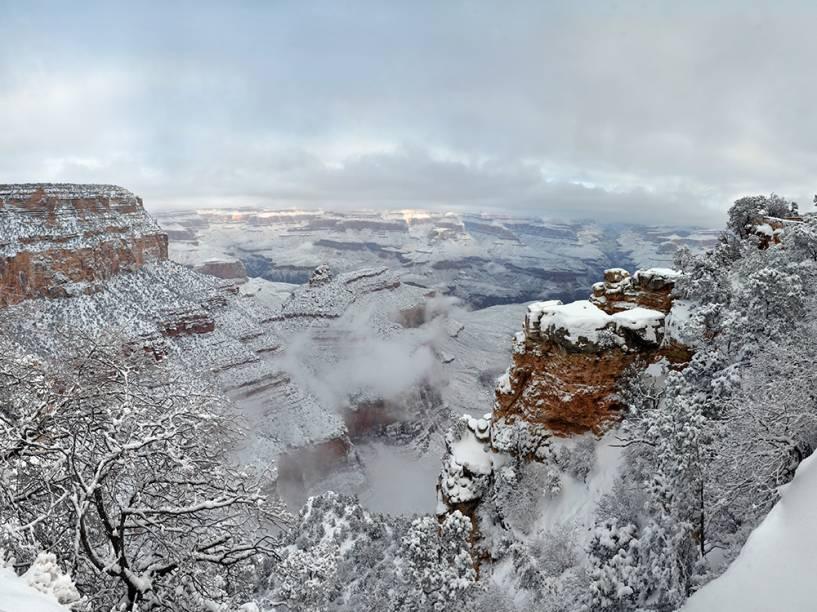 Na imagem, o Grand Canyon, no Estado americano Arizona, é visto coberto por neve