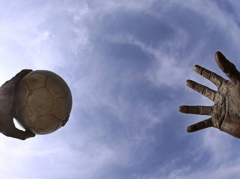 Escultura em homenagem ao handebol é vista em Doha, no Catar. O país sediará o campeonato mundial do esporte, que terá início no próximo dia 15