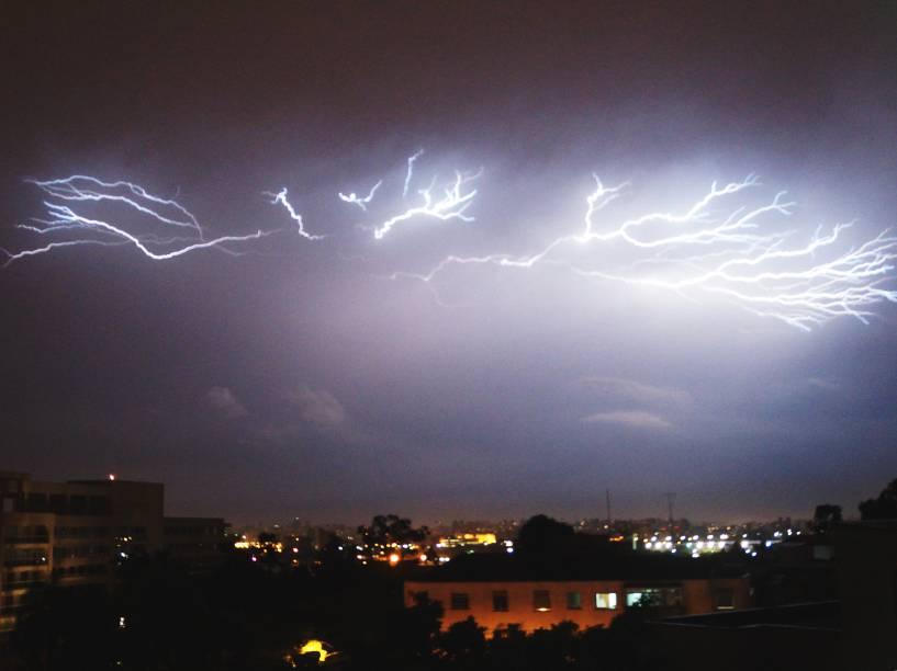 Tempestade atinge o bairro de Santana, na Zona Norte da capital paulista - 14/01/2015