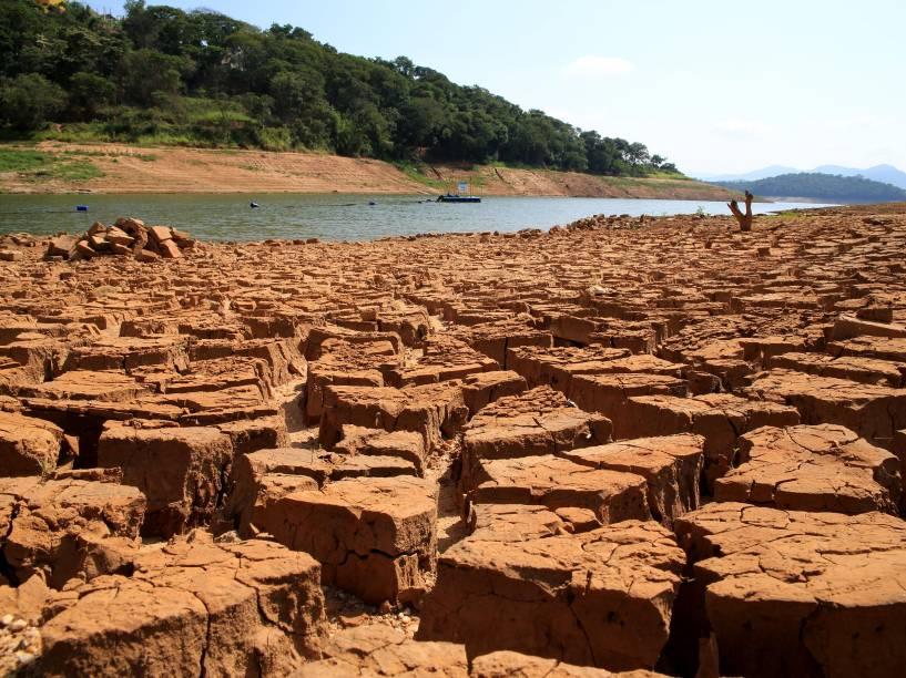 Vista da represa do rio Atibainha, na cidade de Nazaré Paulista, interior de São Paulo, na quinta-feira (15/01). Segundo a Sabesp, o volume de água armazenada no sistema Cantareira chegou a 6,2% da capacidade total, incluindo a segunda reserva técnica (volume morto)