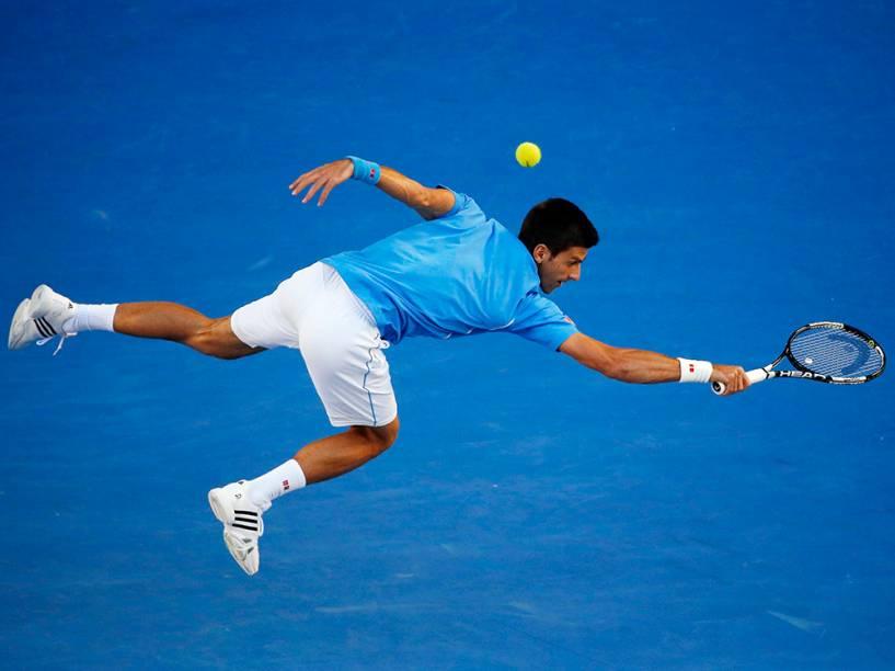 Novak Djokovic durante partida contra Milos Raonic, do Canadá, no Aberto da Austrália
