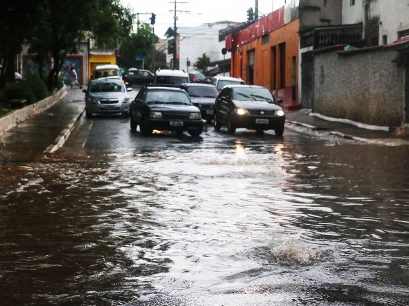Chuva forte deixa vários pontos da cidade em estado de atenção, especialmente na zona Sul de São Paulo