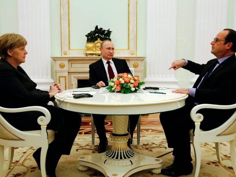 Encontro no Kremlin, em Moscou, reúne Angela Merkel, chanceler alemã, Vladimir Putin, presidente russo, e François Hollande, presidente francês, para discutir possíveis resoluções para a crise na Ucrânia