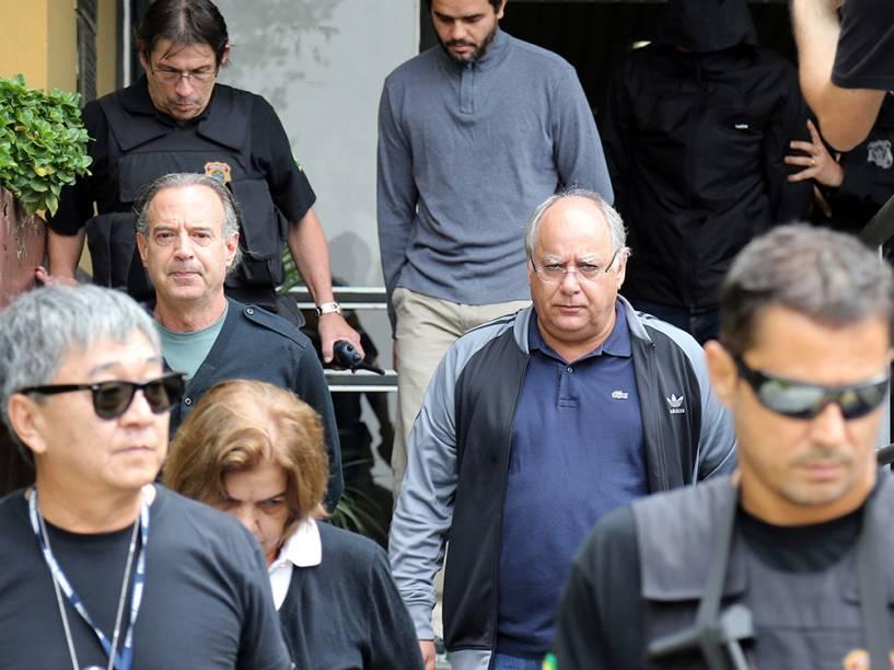 Adir Assad, Sonia Branco, Lucelio Goes e Renato Duque são escoltados por integrantes da Polícia Federal após serem presos durante a décima fase da Operação Lava Jato em Curitiba - 17/03/2015