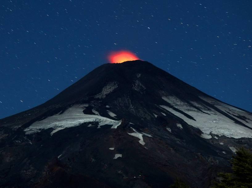 Vulcão Vilarrica, Chile, exibiu sinais de atividade. No início deste mês, o vulcão entrou em erupção e fez com que milhares de pessoas fossem evacuadas