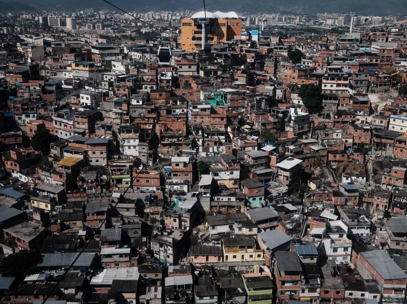 Vista geral do complexo de favelas do Alemão no Rio de Janeiro