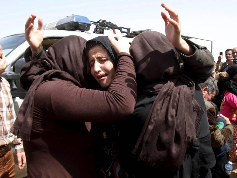 Mais de 200 membros da minoria religiosa Yazidi, que haviam sido feitos reféns meses atrás, foram soltos nesta quarta-feira em Kirkuk, Iraque - 08/04/2015