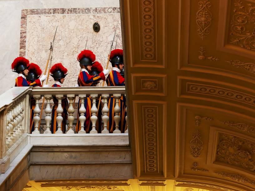 Guardas suíços são fotografados no Vaticano - 29/05/2015