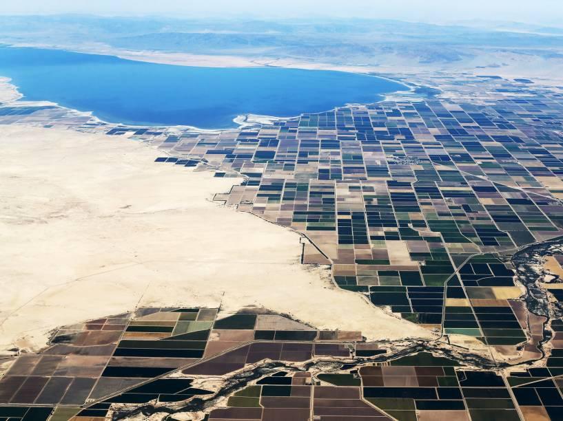 Vista aérea de terras cultivadas na região do Mar Salton, na Califórnia. O estado passa por uma de suas maiores secas - 01/06/2015