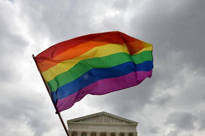 Gilbert Baker criou a bandeira do arco-íris para simbolizar o movimento LGBT
