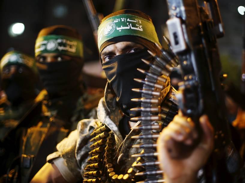 Militantes palestinos do Hamas marcham durante um comício anti-Israel na Cidade de Gaza - 08/07/2015