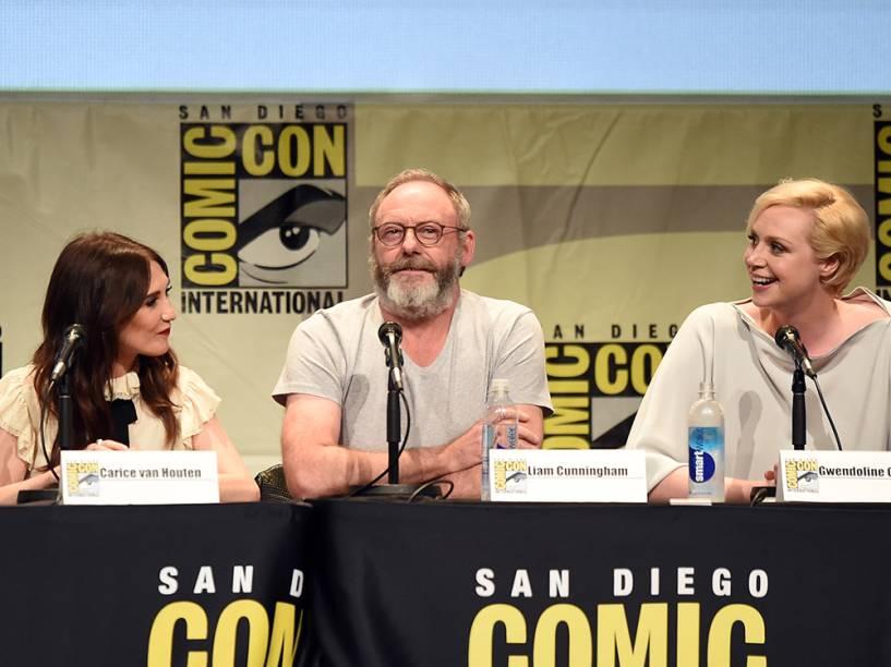 Os atores Carice van Houten, Liam Cunningham e Gwendoline Christie de Game of Thrones