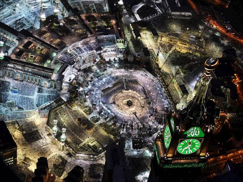 Muçulmanos fizeram orações na Grande mesquita, o lugar mais sagrado no Islã, na cidade sagrada de Meca, na Arábia Saudita, durante o Ramadã