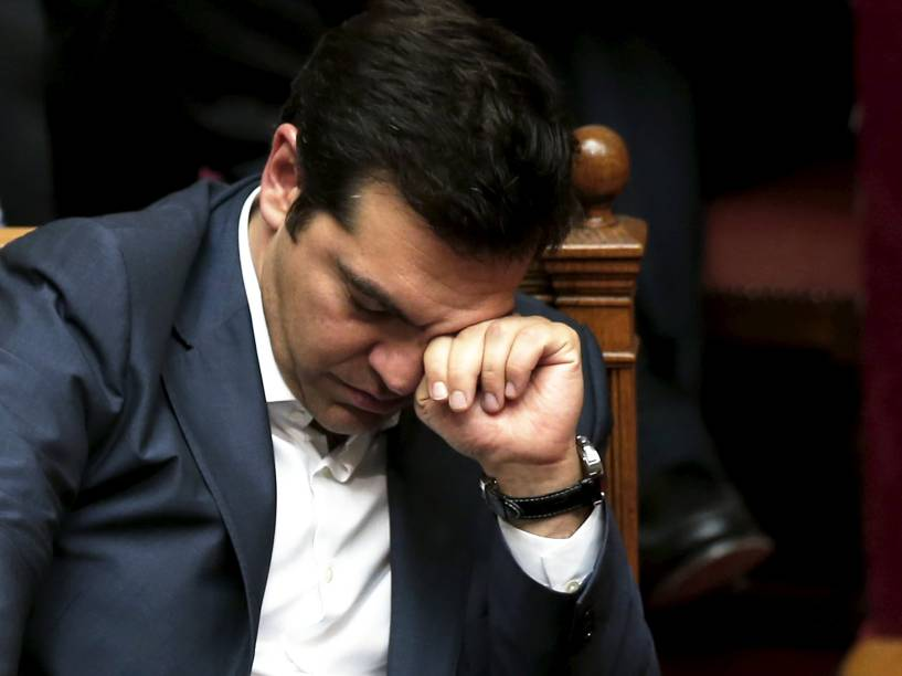 O primeiro-ministro da Grécia, Alexis Tsipras, reage durante sessão parlamentar em Atenas. O parlamento grego aprovou um pacote abrangente de medidas de austeridade exigidas pelos parceiros europeus como contrapartida para a abertura de negociações no país - 16/07/2015